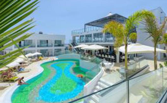 Hotel Tasia Maris Oasis - logies en ontbijt