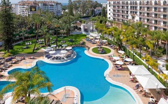 Hotel H10 Andalucia Plaza - logies en ontbijt -adults only