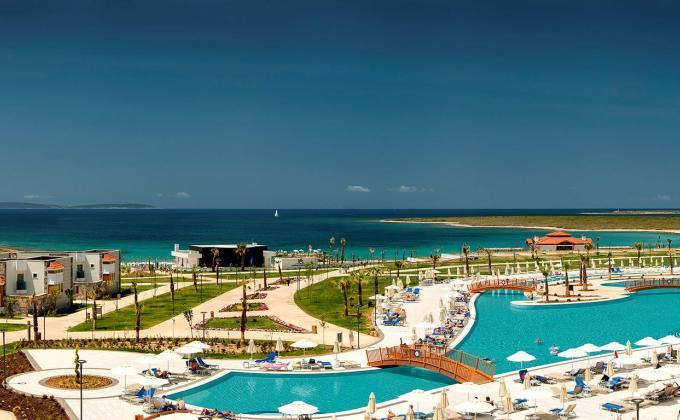 Aquasis Deluxe Resort & Spa