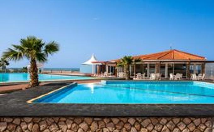 Aparthotel Murdeira Village Resort - logies en ontbijt